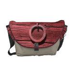 Madera roja rústica con el mensajero del medio del bolsa messenger