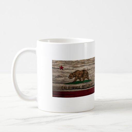Madera rústica de la bandera de California Taza Clásica