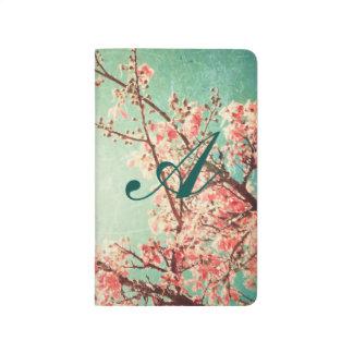 Madera y flor de cerezo llevadas elegantes del cuadernos grapados