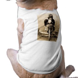 Madge Lessing en el vintage 1902 de la bici Playera Sin Mangas Para Perro