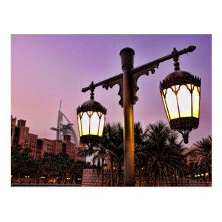 Madinat Jumaira en el árabe del Al de Burj de la p Tarjeta Postal