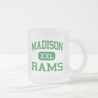 Madison - espolones - joven - Mansfield Ohio Taza De Café Esmerilada
