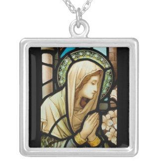Madonna en vitral del rezo grímpola