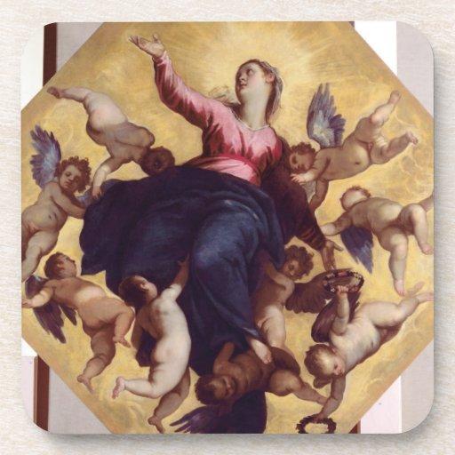 Madonna llevó por los ángeles (el fresco del techo posavasos de bebida
