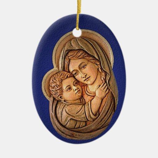 Madonna y el ornamento del navidad del niño de adorno navideño ovalado de cerámica