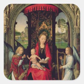 Madonna y niño con dos ángeles pegatina cuadrada