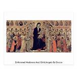 Madonna y niño Enthroned, ángeles por Duccio Postal