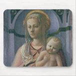 Madonna y niño (tempera en el panel) mousepad