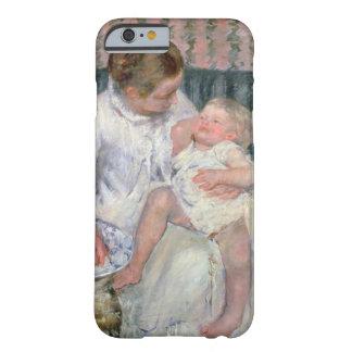 Madre alrededor para lavar a su niño soñoliento, funda de iPhone 6 barely there