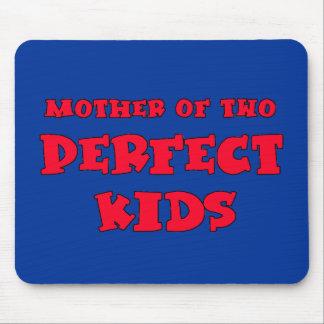 Madre de la camiseta del día de dos mamáes lindas alfombrilla de ratón