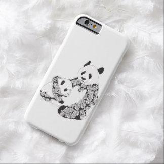 Madre de la panda y ejemplo de Cub Funda De iPhone 6 Barely There