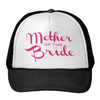 Madre de las rosas fuertes de la novia en blanco gorro de camionero