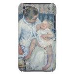 Madre de Mary Cassatt alrededor para lavar a su ni Barely There iPod Fundas
