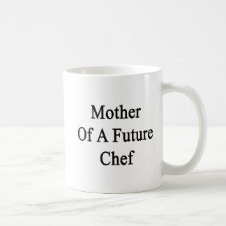 Madre de un cocinero futuro taza básica blanca