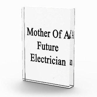 Madre de un electricista futuro
