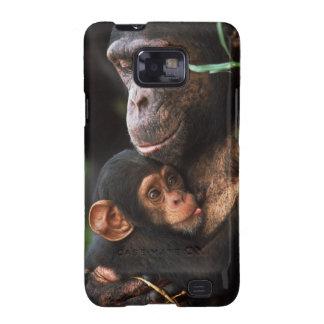 Madre del chimpancé que consolida al bebé samsung galaxy s2 carcasas