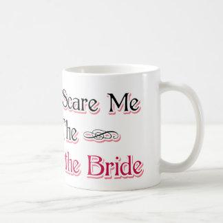 Madre del humor de la novia taza básica blanca