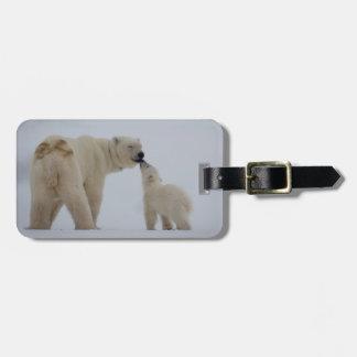 Madre del oso polar con el cachorro etiquetas de equipaje