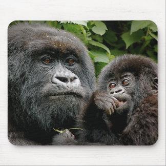 Madre del Ugandan y gorila del bebé Alfombrilla De Raton