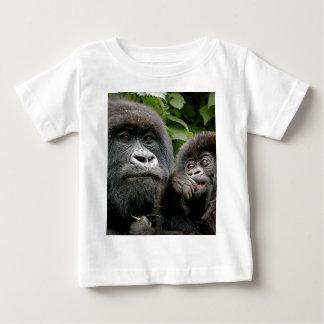 Madre del Ugandan y gorila del bebé Camisas