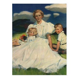 Madre del vintage con el retrato de la familia de postales