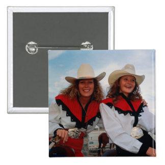 Madre e hija adolescente 14-16 en el rodeo pin