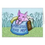 Madre, el día de madre, cerdo lindo en una cesta felicitación