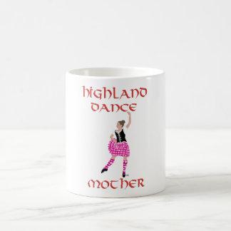 Madre escocesa de la danza de la montaña taza clásica
