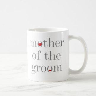 Madre gris del texto del novio taza básica blanca