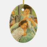 Madre joven que cose por Mary Cassatt Ornamentos Para Reyes Magos