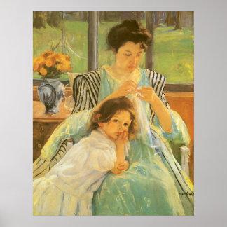Madre joven que cose por Mary Cassatt Póster