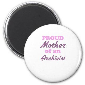 Madre orgullosa de un archivista imán