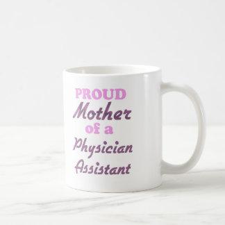 Madre orgullosa de un ayudante del médico taza clásica