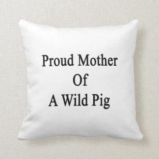 Madre orgullosa de un cerdo salvaje almohadas