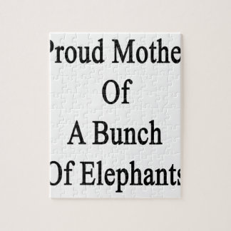 Madre orgullosa de un manojo de elefantes puzzle