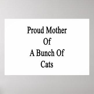Madre orgullosa de un manojo de gatos póster