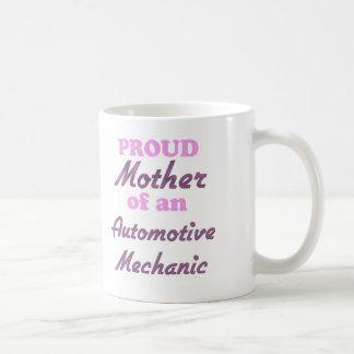 Madre orgullosa de un mecánico automotriz taza básica blanca