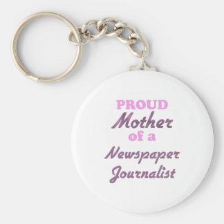 Madre orgullosa de un periodista del periódico llavero redondo tipo pin