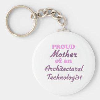 Madre orgullosa de un tecnólogo arquitectónico llavero