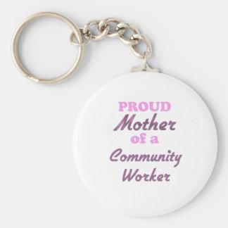 Madre orgullosa de un trabajador de la comunidad llaveros