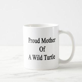Madre orgullosa de una tortuga salvaje