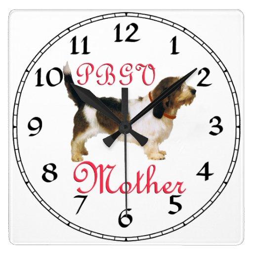 Madre pequena de Griffon Vendeen del afloramiento Reloj De Pared