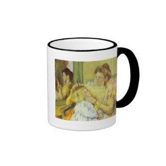 Madre que peina el pelo de su niño 1901 Maria Ca Tazas De Café