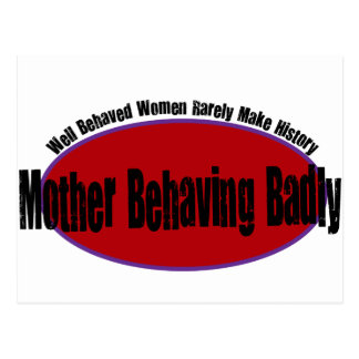 Madre que se comporta gravemente la camisa tarjeta postal