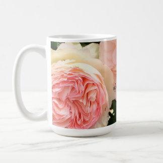 Madre rosada de los rosas de la novia taza de café