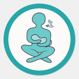 Madre y bebé de amamantamiento pegatina redonda