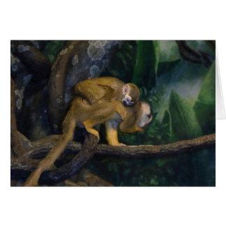 Madre y bebé del mono de ardilla tarjeta de felicitación