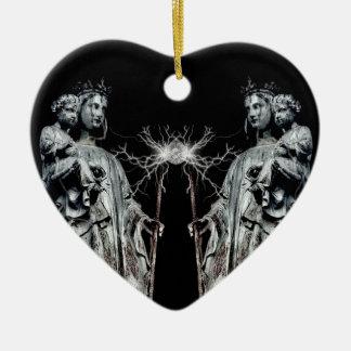 Madre y niño bendecidos góticos adorno de cerámica en forma de corazón