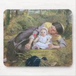 Madre y niño con una amapola tapetes de raton