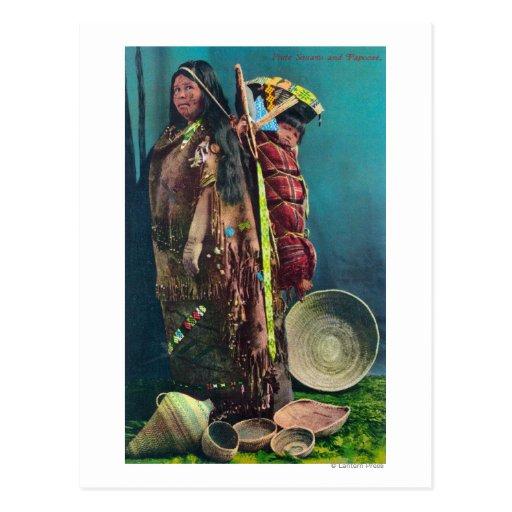Madre y niño nativos de Piuta en un Papoose Tarjetas Postales